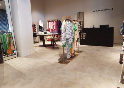 Proyectos Comerciales en Microcemento - Área de ropa de mujer marca Adolfo Domínguez