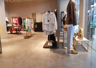 Proyectos Comerciales en Microcemento - Vista interior a boutique Adolfo Domínguez