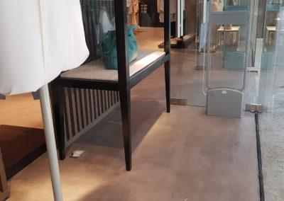 Proyectos Comerciales en Microcemento - Tienda de ropa con acabados
