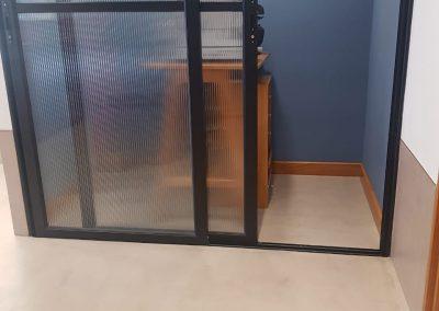 Proyectos Comerciales en Microcemento, aplicación en piso y paredes dentro de óptica.