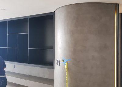 Columna de microcemento dentro de residencia