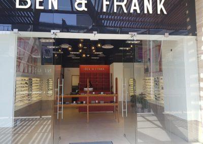 Fachada de Ben & Frank